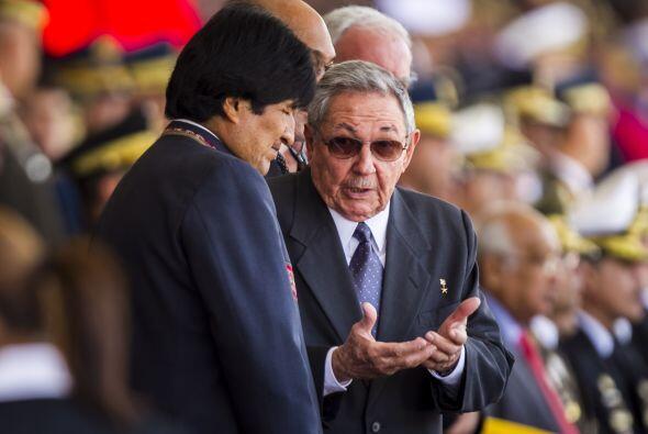 En la foto Evo Morales y Raúl Castro.