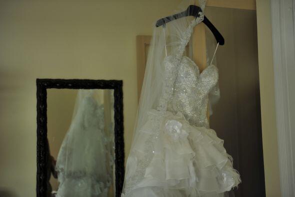 El vestido aguardo paciente a que la novia estuviera lista.