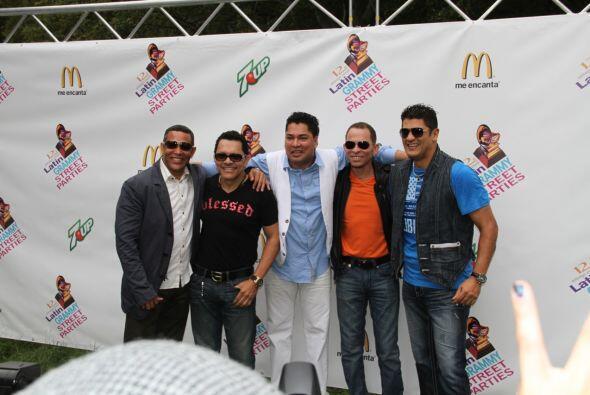 Los Rosario en El Latin Grammy® Street Party 0902b11e14264d94b61b8ee86dc...