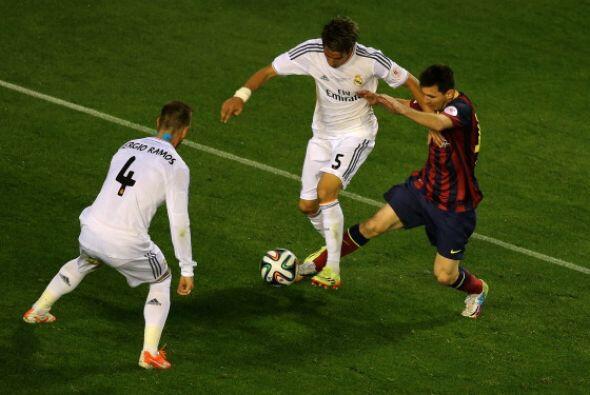 Messi fue un fantasma en la primera mitad. Recibió pocos balones y nunca...