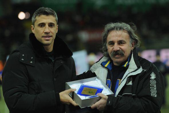 El conjunto local, Parma, homenajeó al delantero Hernán Crespo.
