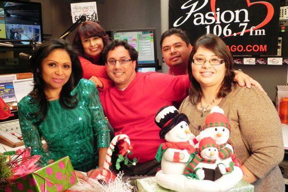 Los DJs de Pasión 106.7 FM le ponen mucha 'pasión' a la época festiva.