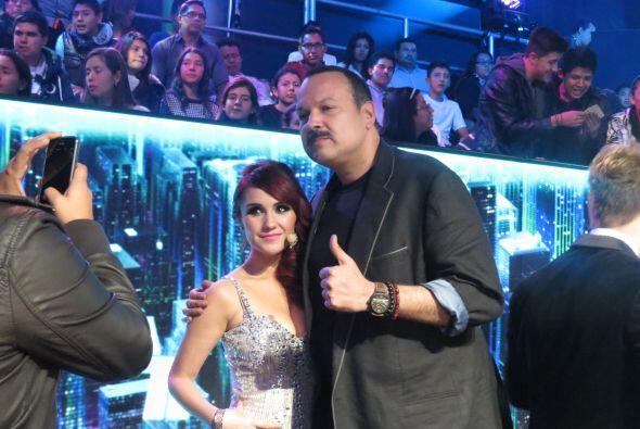 Dulce María y Pepe Aguilar se sacaron también la foto del recuerdo.