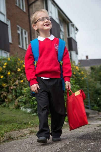 Para Emily fue una gran sorpresa que Alfie creciera sin problemas graves...