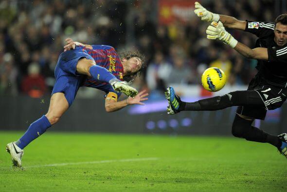 Puyol anotó el tercer tanto en la goleada del Barcelona 4-0 al Zaragoza.