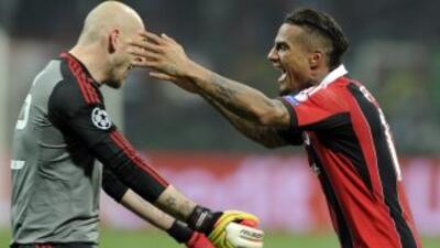Boateng y Abbiati festejando el triunfo tras el silbatazo final.