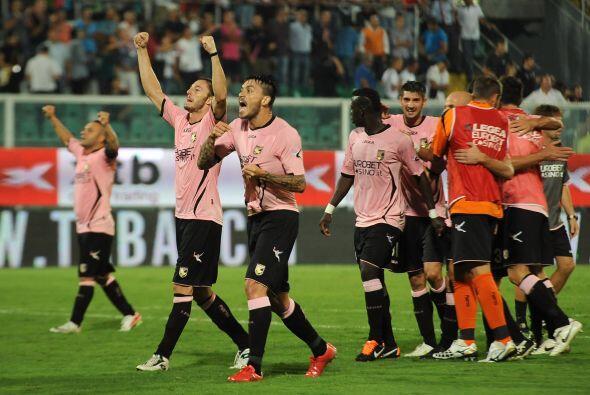 Festejo del Palermo ante la tristeza del Inter.