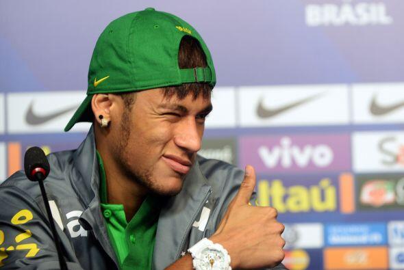 Y tan anda de moda Neymar que el futbolista ya cuanta con varios clubes...