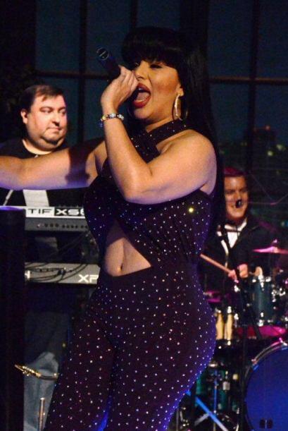 Su gran parecido con Selena no es sólo físico pues también canta muy par...