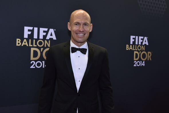El holandés Arjen Robben lució contento previo a la ceremonia.
