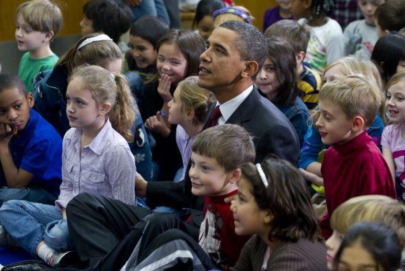 La visita causó sorpresa entre los pequeños, algunos de los cuales lo re...