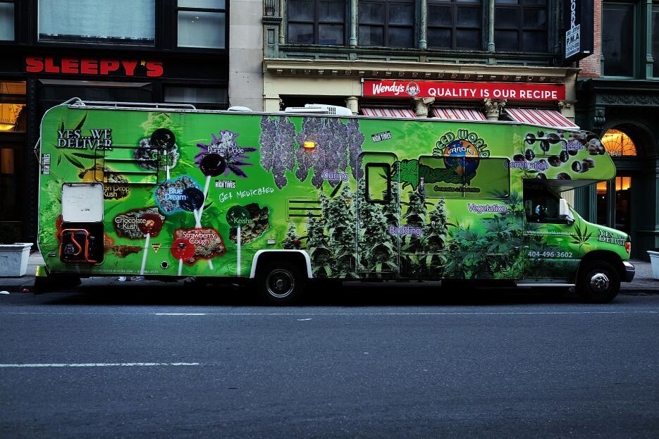 Muy difícil no encontrar la camioneta, pues la publicidad es muy llamativa.