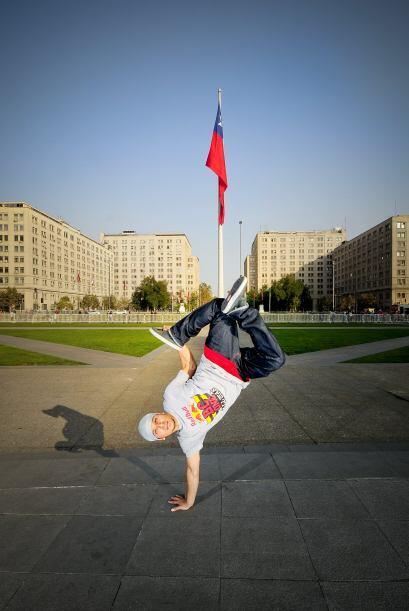 Un breakdancer que sin duda no tiene temor de mostrar su 'Deportes Extre...