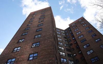 La ciudad de Nueva York prohíbe la discriminación a los in...