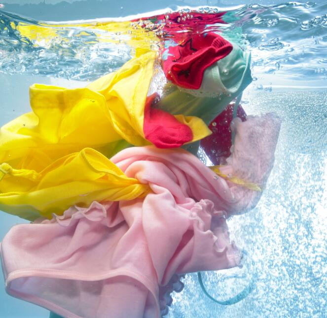 Lavar la ropa es un proceso un poco más complicado que sólo meter las pr...