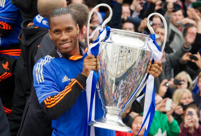 El álbum de fotos de la colorida carrera de Didier Drogba GettyImages-14...