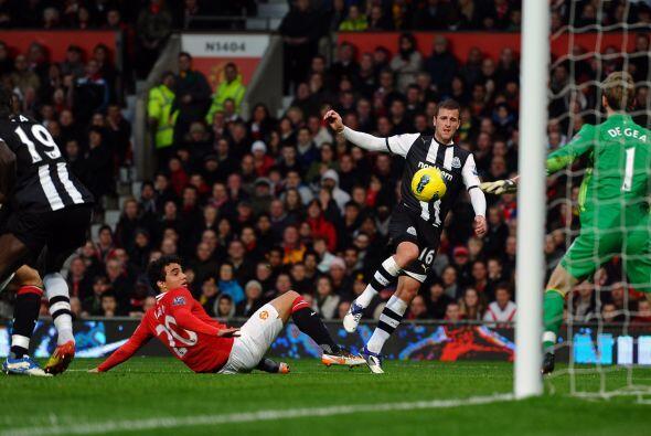 Newcastle de dedicó a defenderse y esperó el error del United.