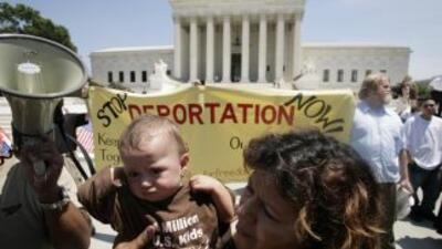 Manifestación ante la Corte Suprema contra las deportaciones, en 2007 (Y...