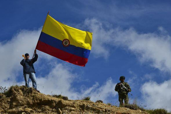 """Al menos 42 carreteras de 13 departamentos de Colombia presentan """"cierre..."""