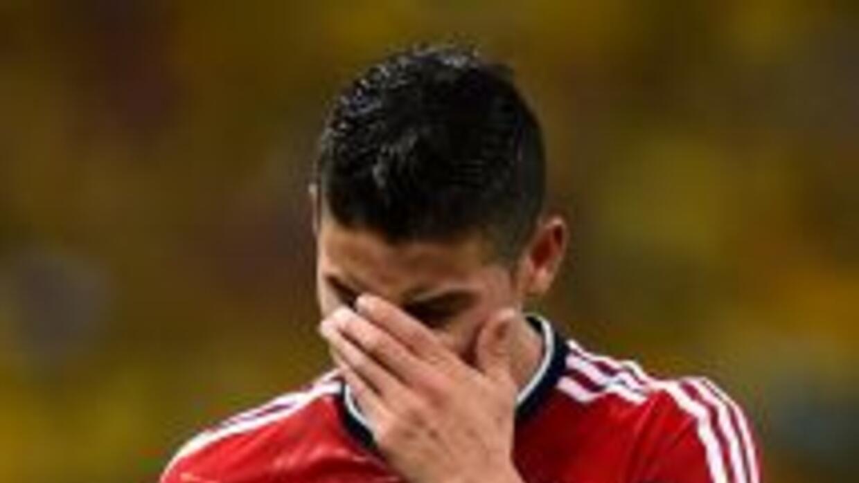 James Rodríguez llora tras la eliminación a manos de Brasil en los cuart...