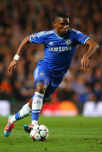 Nos quedamos en suelo inglés donde el camerunés Samuel Eto'o del Chelsea...