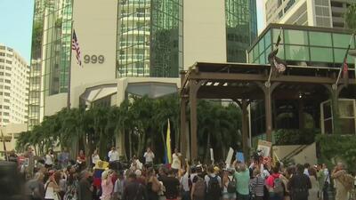 Comunidad venezolana en Miami protesta frente al restaurante del chef que le cocinó a Maduro en Turquía