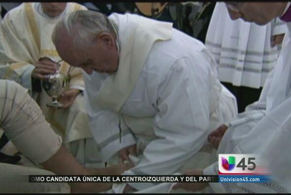 El Papa Francisco sigue rompiendo con el protocolo del Vaticano al celeb...