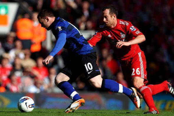 Rooney y el 'Man-U' necesitaban un triunfo para mantenerse en lo más alt...
