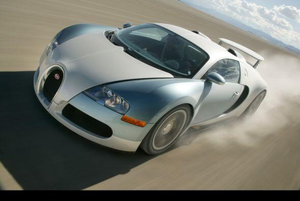 3- Bugatti Veyron    Motor: W16, 8.0 Lts.  Transmisión: Automática  Cons...