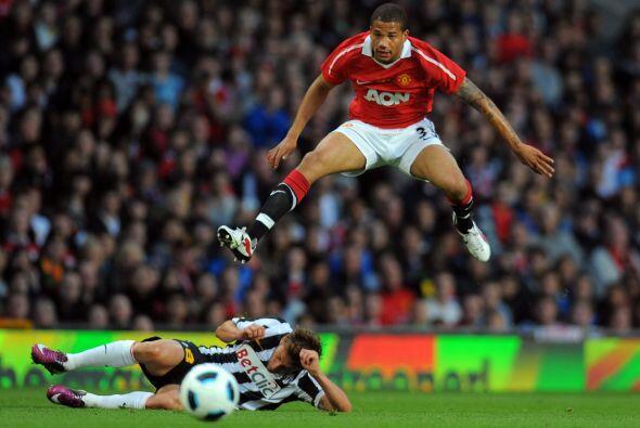 Neville luchaba cada balón sabiendo que ese día decía adiós al fútbol.