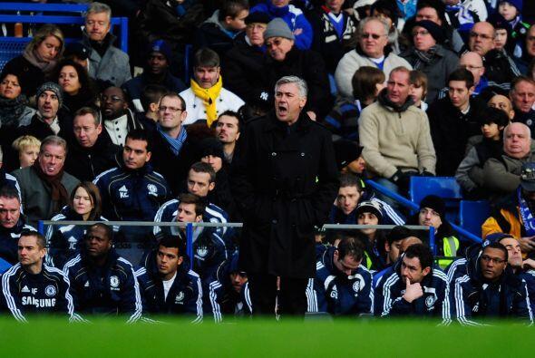 Carlos Ancelotti, técnico de los 'Blues', sigue en la cuerda floja.