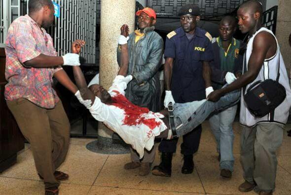 Los cadáveres de las víctimas también fueron sacados del lugar de los he...