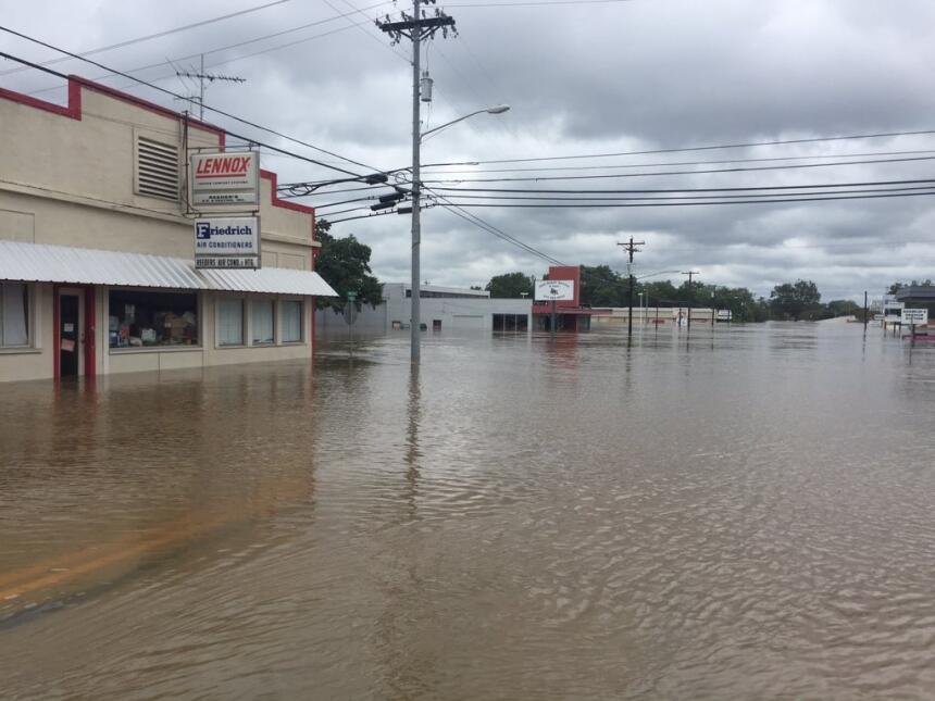 Autoridades de los condados Bastrop y Fayette alertaron a los residentes...
