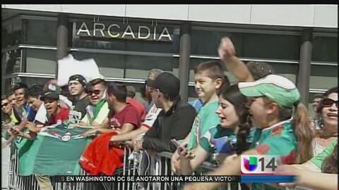 Fans apoyan a la selección mexicana antes de su partido contra Chile