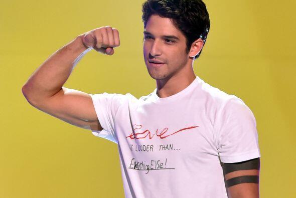 El latino también presumió sus biceps.