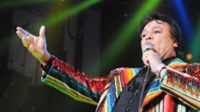 La gira del 'Divo de Juárez fue pospuesta hasta septiembre. El cantante...