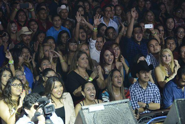 El público los esperaba con ansias pues no es muy común que asistan a es...