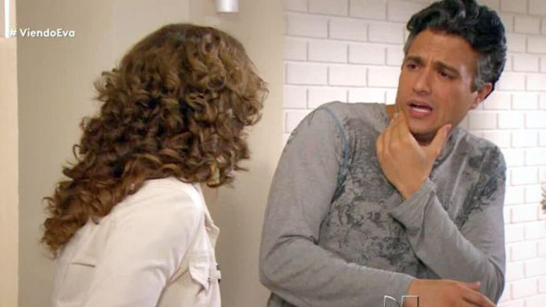 Juan en 'Por Ella Soy Eva' sabe lo que es una buena palmadita.
