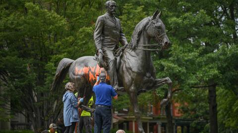Estatuas, nuevos símbolos de la división en Estados Unidos