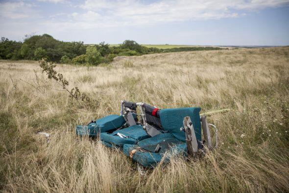 Las pertenencias de los pasajeros están desperdigadas en un radio de 15...