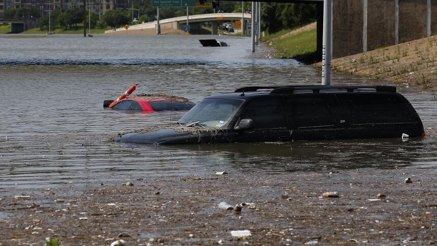 Qué hacer cuando se inunda tu automóvil  GettyImages-474789338.jpg