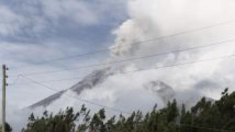 El volcán Tungurahua se mantiene bajo vigilancia.