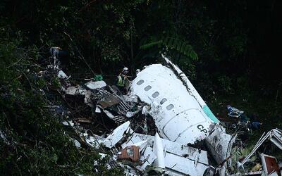 Al menos 76 muertos al estrellarse un avión en Colombia en el que...