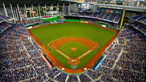 Estadio de los Marlins de Miami en pleno corazón de la Peque&ntil...