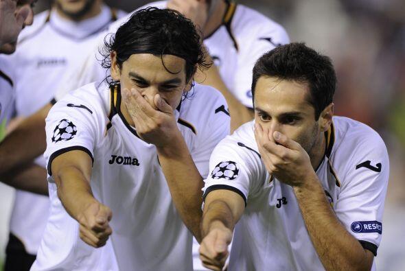 El brasileño Jonas hizo el primer gol del duelo.