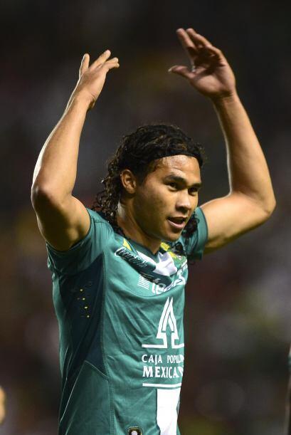 HÉROES  Por parte de León tenemos a Carlos 'El Gullit' Peña, que a lo la...