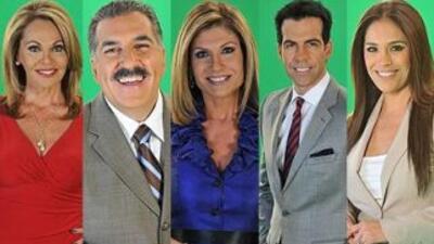 Los periodistas y presentadores de Univision María Elena Salinas, Fernan...