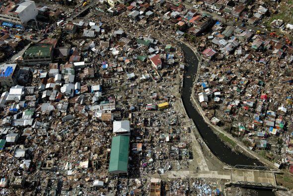 """""""Cerca del 95% de Tanauan ha sido destruido. Mucha gente está viviendo e..."""