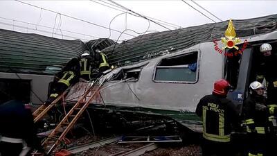 Fotos: Tres muertos y un centenar de heridos al descarrillar un tren en Milán