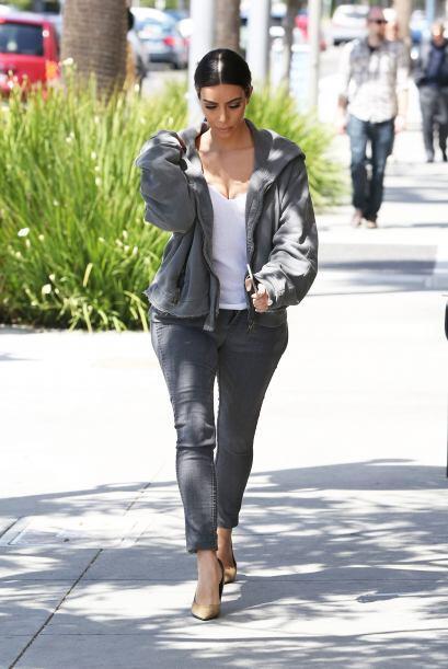 """Y es que doña Kim salió a pasear a la calle, muy """"casualita""""."""